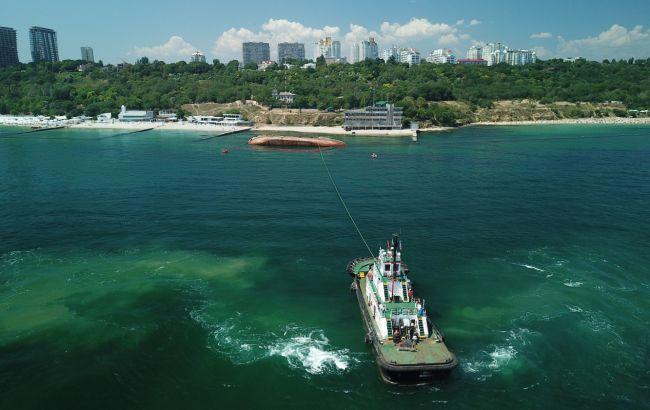 Дві невдалі спроби: в Одесі не змогли підняти затонулий танкер