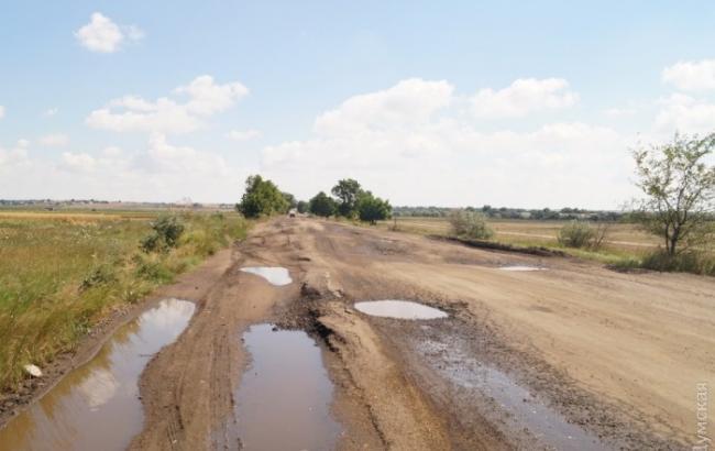 """Дороги на пути в Одесскую область """"усеяны"""" огромными ямами"""
