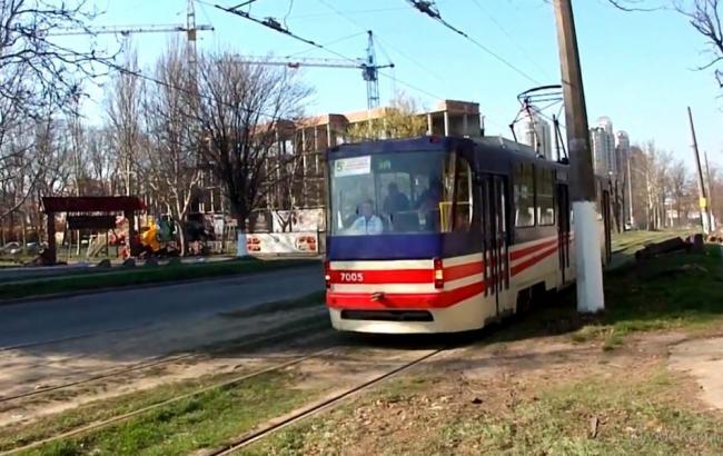 Фото: в Одессе трамвай наехал на пешехода