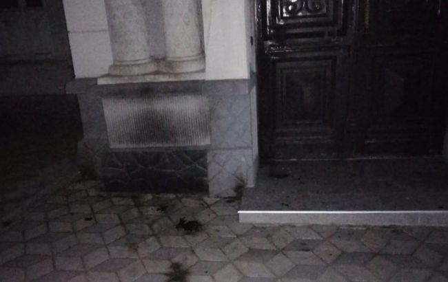"""У Херсоні невідомий кинув """"коктейль Молотова"""" в будинок іудейської общини"""