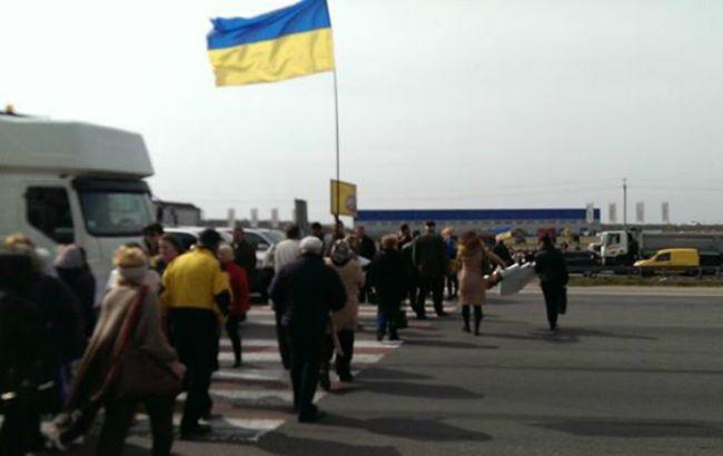 Кольцевая дорога в Киеве перекрыта демонстрантами, - активист