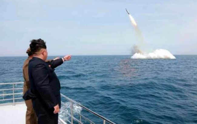 Фото: испытания ракет КНДР