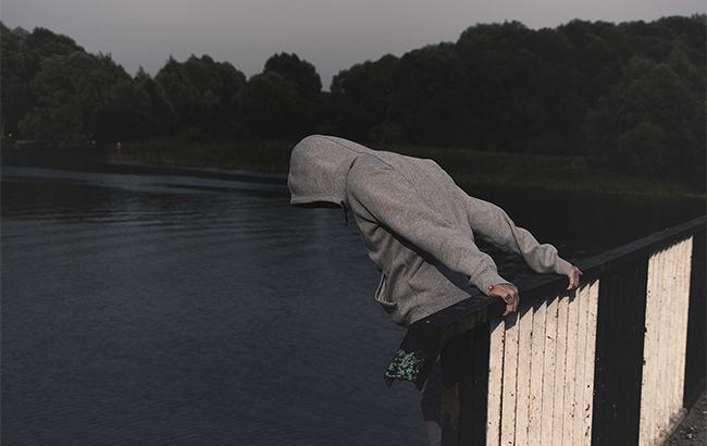 Результат пошуку зображень за запитом стрибок з мосту самогубство