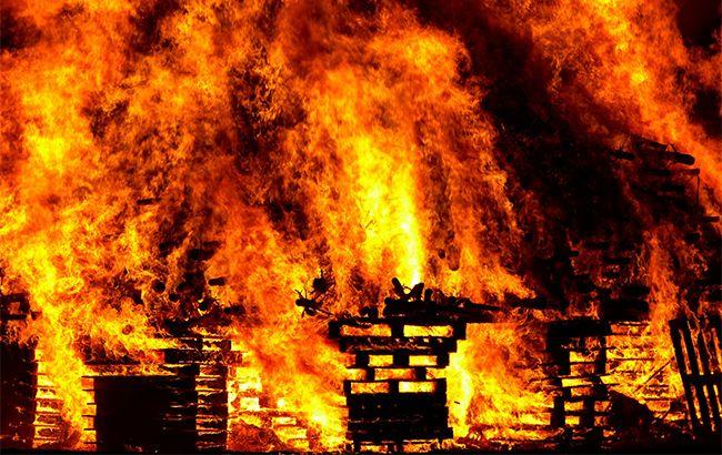 Справжнє пекло: вражаюче відео масштабної пожежі біля Даринку