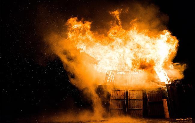 """""""Ни в какие рамки"""": в Киеве неизвестные сожгли пункт выдачи еды для бездомных"""
