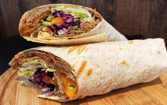 Опасная шаурма: почему летом нельзя есть уличную еду