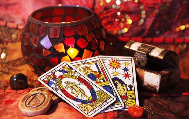 Гороскоп Таро на начало апреля: кого из знаков Зодиака накроет удачей, а кому - не повезет