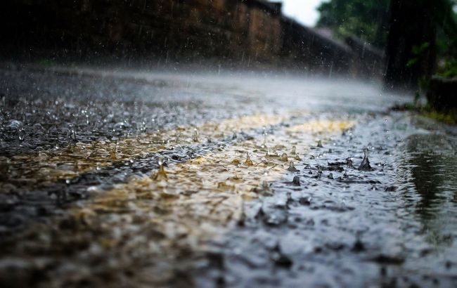 Грозы и штормовой ветер: какие области накроет жуткой погодой