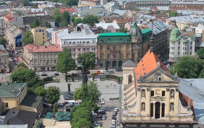 В одному з парків Львова влаштували звалище  поліція розшукує винуватців  (12.99 27) 3c38235d42068