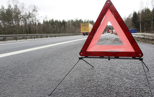 Смертельное ДТП под Киевом: микроавтобус влетел вфуру