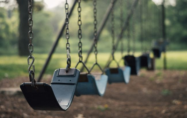 Трагедия под Ровно: на качелях нашли повешенным 9-летнего мальчика