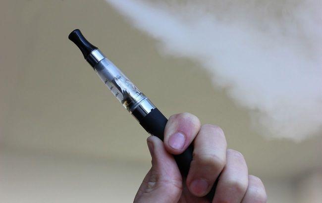 """Антитабачные организации назвали """"имитацией борьбы"""" законопроект Репиной о запрете е-сигарет"""