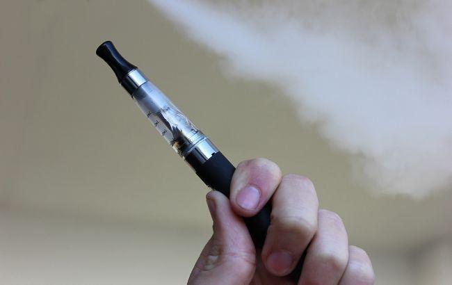 В Україні мають намір заборонити продаж електронних сигарет українцям до 18 років