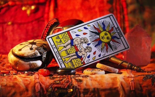 Гороскоп Таро на октябрь всем знакам Зодиака: кого ждут грандиозные перемены в любви