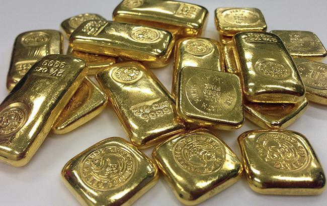 Фото: золото подешевшало на 0,07%