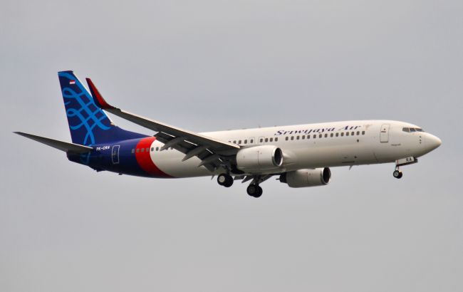 Индонезийский самолет разбился в море. Власти подтвердили авиакатастрофу