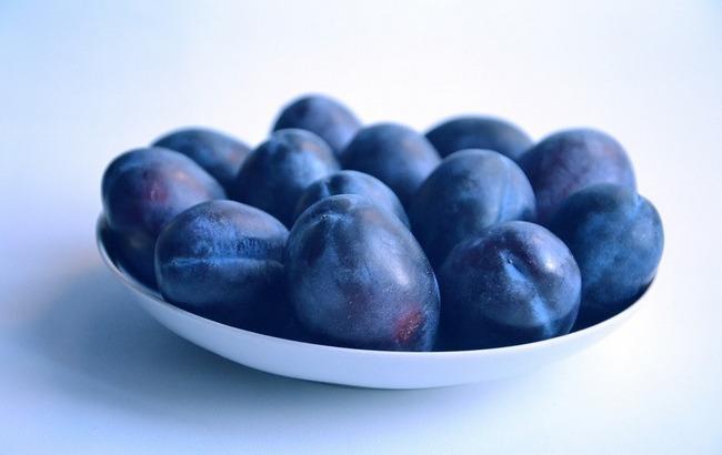Лидер среди фруктов: известный диетолог рассказала, кому полезно есть сливы