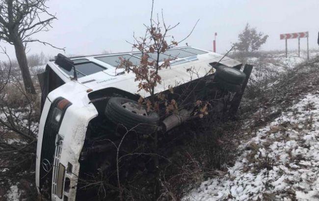НаЗакарпатская перевернулся автобус, который перевозил 18 пассажиров