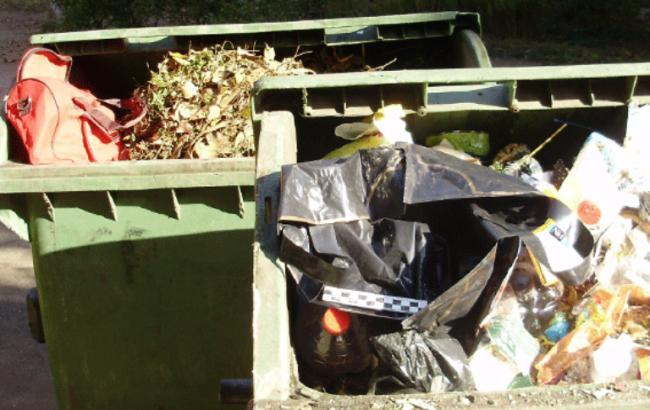 В Одесі в сміттєвих баках знайшли автомат Калашникова та гранати
