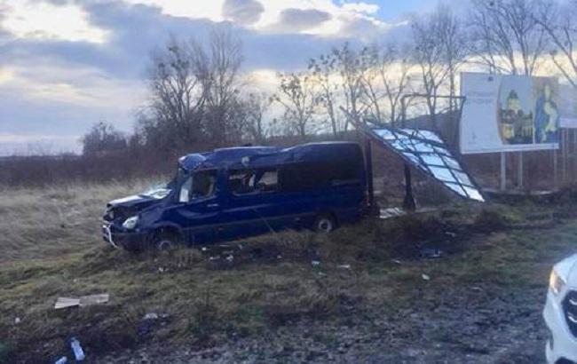 Во Львовской области перевернулся пассажирский автобус, травмированы 8 человек