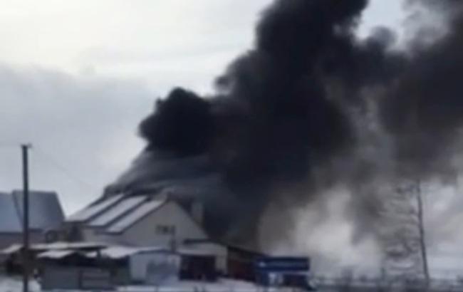 У Чернівецькій області сталася масштабна пожежа на станції техобслуговування