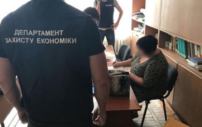 ВКривом Роге задержали навзятке преподавательницу института