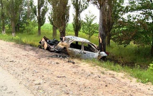 Фото: водій і пасажири загинули на місці пригоди