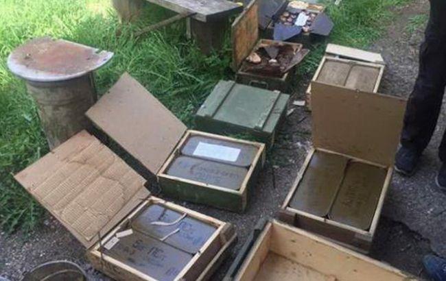 Фото: обнаруженный арсенал боеприпасов