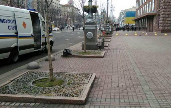 Фото: чоловіка з невідомим предметом затримали на Хрещатику