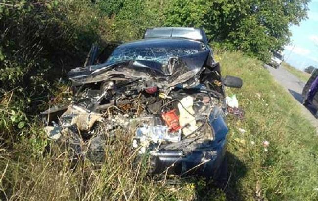 Фото: розбитий в аварії легковик
