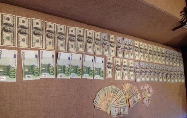 Фото: Поліція вилучила валюту (npu.gov.ua)