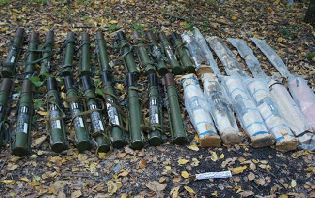 Фото: під Сєвєродонецькому знайшли схованку з боєприпасами