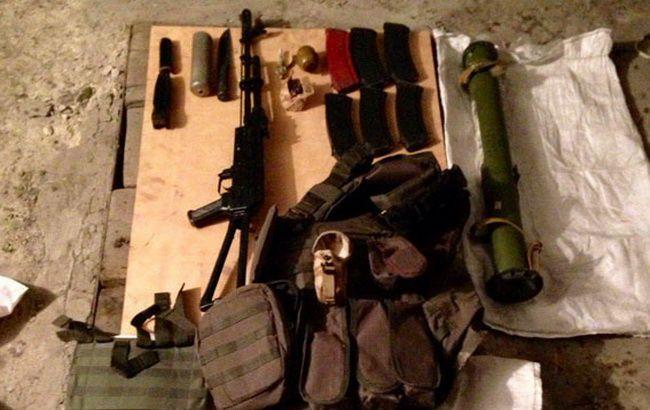 Фото: изъятый у членов ОПГ арсенал оружия