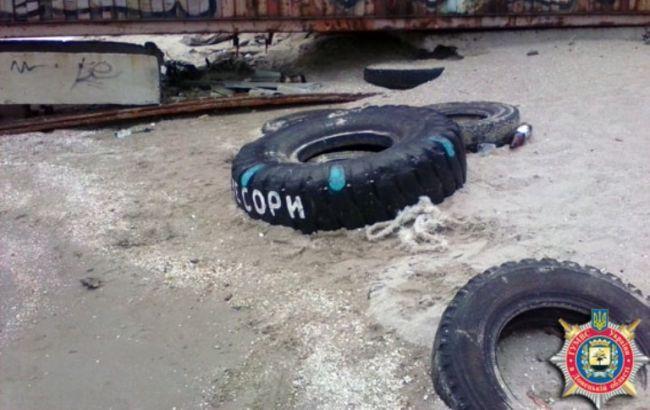 Фото: у Маріуполі на пляжі знайшли гранату
