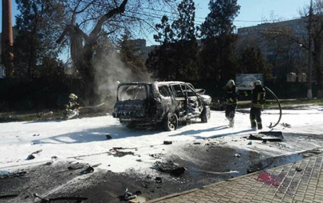 Вцентре Мариуполя взорвали автомобиль, умер украинский военный