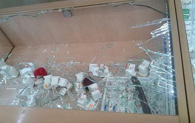 Фото: злоумышленники ограбили ювелирный магазин в Дарницком районе столицы