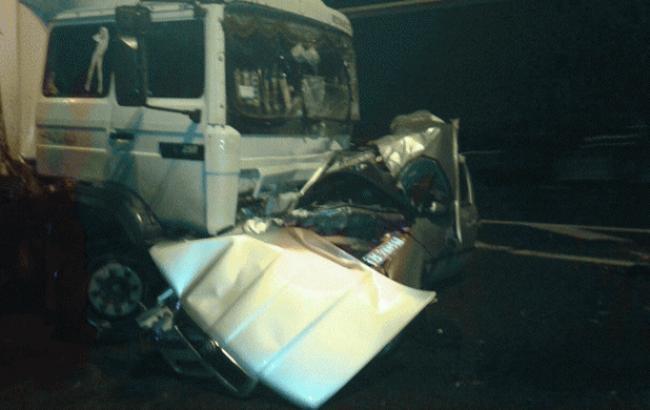 У Рівненській області авто врізалося у вантажівку, загинули три людини