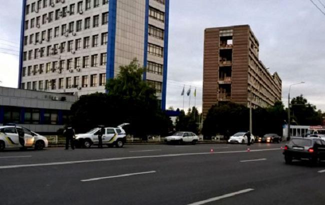 У Полтаві поліція розшукує чоловіка, який погрожував патрульним гранатою