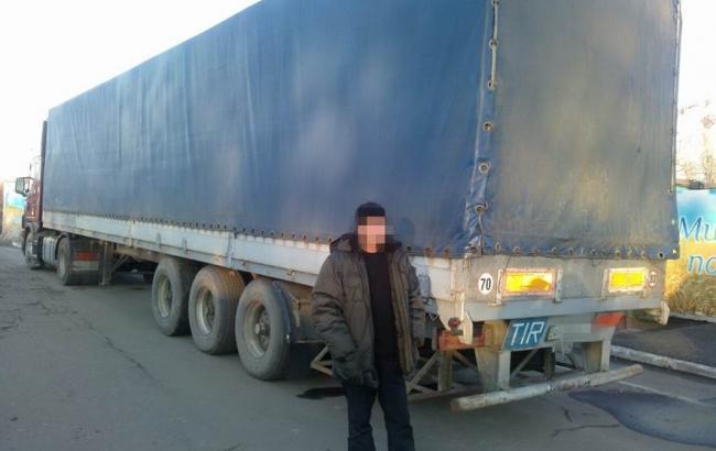 Фото: СБУ задержала в районе АТО грузовики с товарами