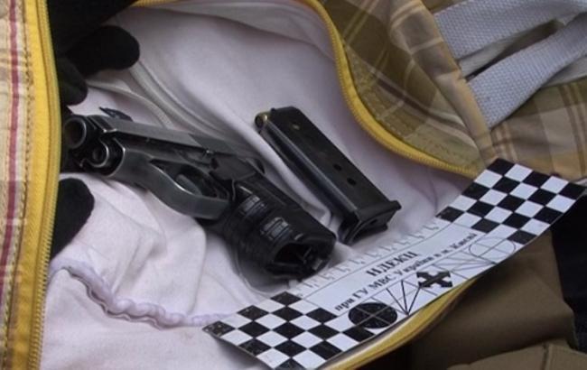 Фото: в Киеве правоохранители задержали авто с оружием и спецсредствами