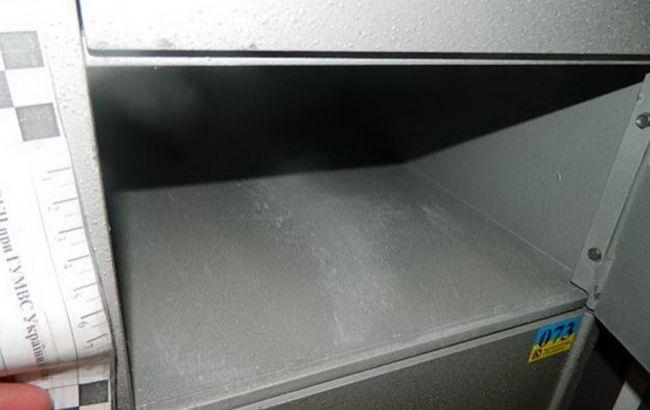 Фото: потерпевший обнаружил пустой свою ячейку в банке