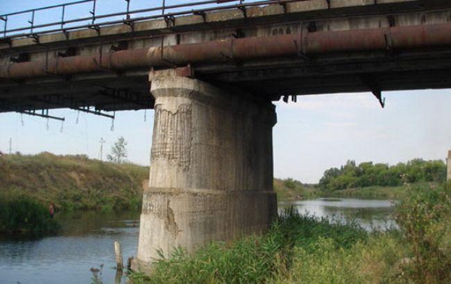 Фото: вибухівку знайшли під опорою мосту в Слов'янську