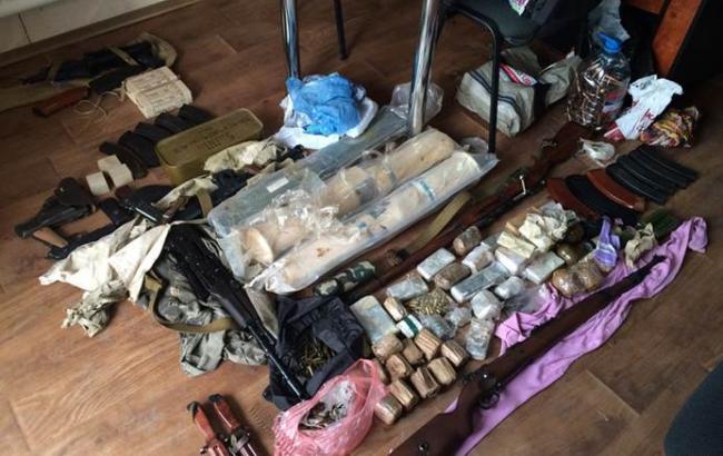 У Дніпропетровській обл. СБУ викрила мережу незаконного обігу зброї