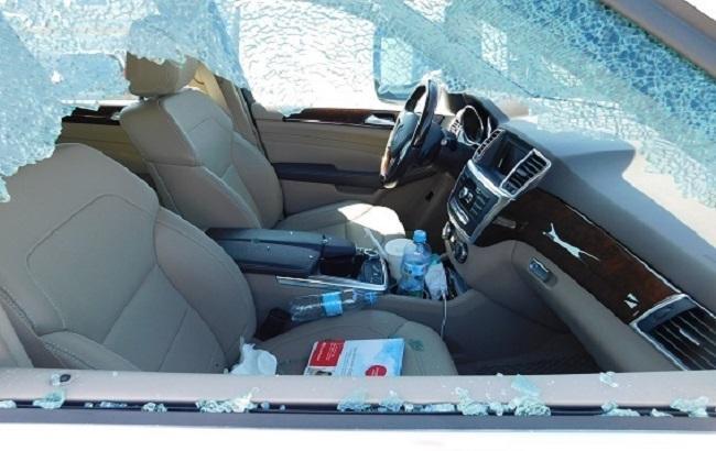Неизвестные разбили стекло автомобиля вКиеве ипохитили 280 тыс. грн