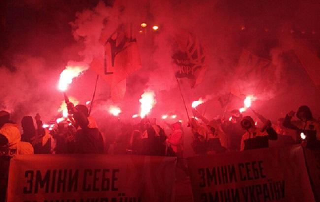 В «Марше славы героев» вКиеве принимало участие около 10 000 человек— милиция