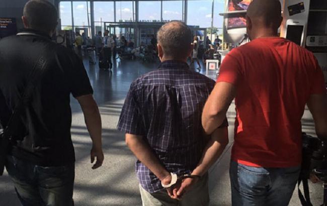 """Фото: в аэропорту """"Борисполь"""" задержали злоумышленника, причастного к торговле людьми"""