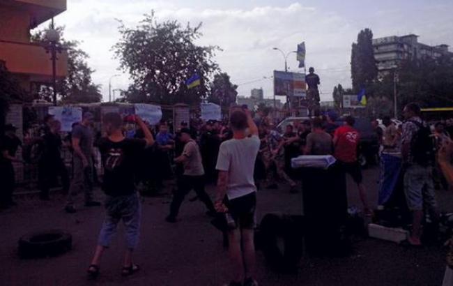 Фото: столкновения под Оболонским райсудом Киева