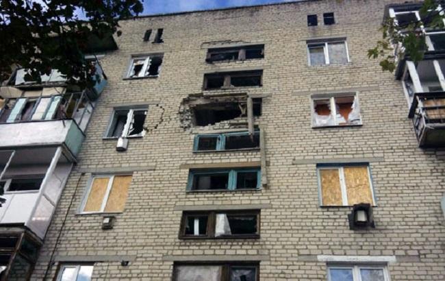 Фото: поврежденная обстрелами жилая пятиэтажка