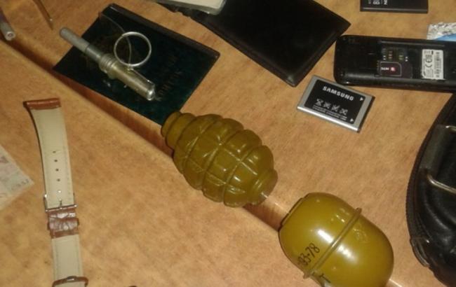 У Закарпатській області в кафе затримали угорця з гранатами