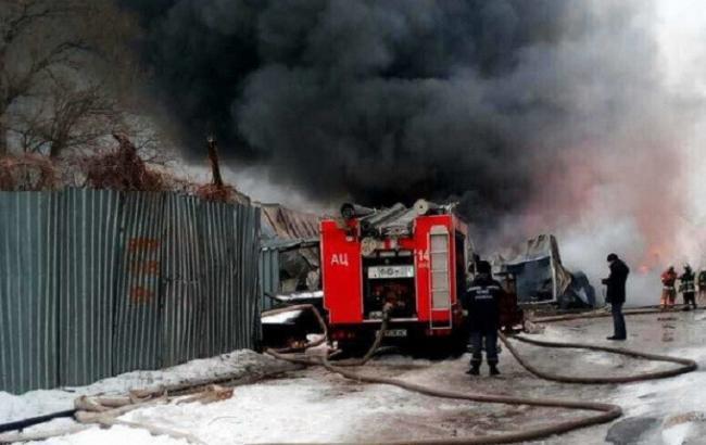 Пожежу на судноремонтному заводі у Києві ліквідовано, жертв немає, - ДСНС